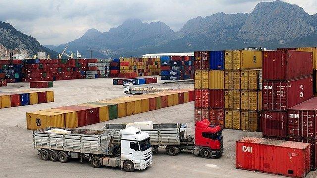 55 درصد صادرات ایران، محصولات پتروشیمی، صنایع فولادی و معدنی است