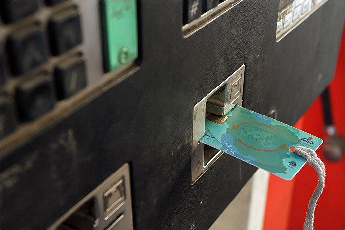 سخنگوی شرکت ملی پالایش و پخش فرآورده های نفتی عنوان کرد: جایگزینی کارت بانکی برای افراد فاقد کارت سوخت