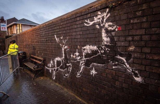 خرابکاری روی نقاشی دیواری بنکسی ، ماجرای دو نقطه قرمز جنجالی
