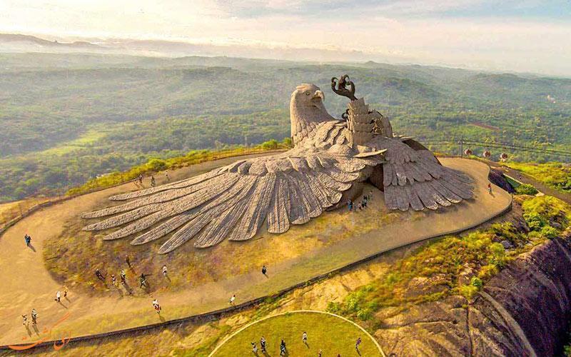 عقابی که تنها یک بال دارد، بزرگترین مجسمه پرنده دنیا در هند!