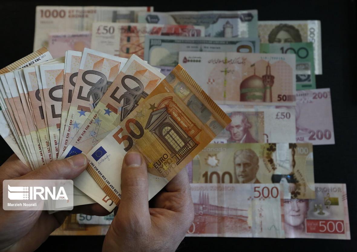 خبرنگاران کاهش نرخ رسمی یورو و افزایش پوند