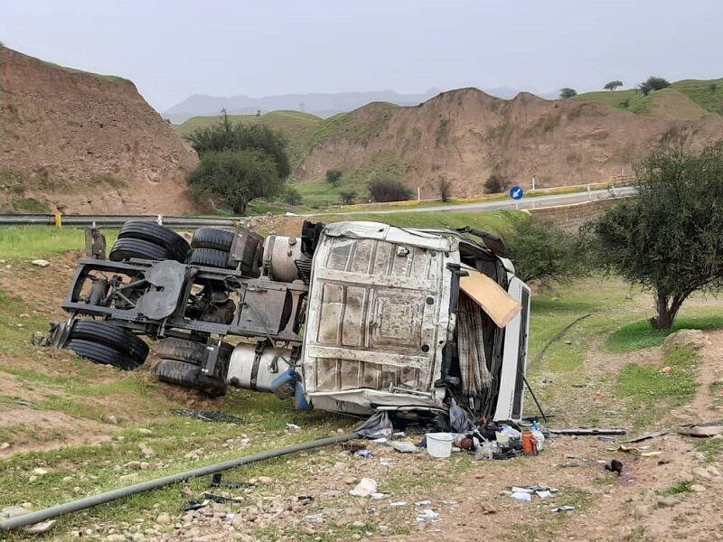 خبرنگاران واژگونی تریلی در گردنه اسدآباد 2 کشته برجا گذاشت