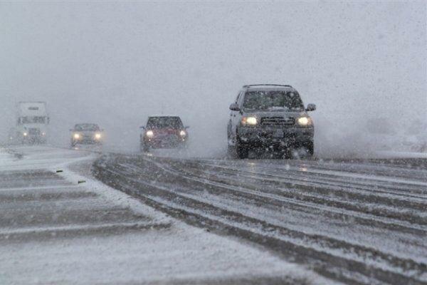 بارش برف و باران در محور های 10 استان