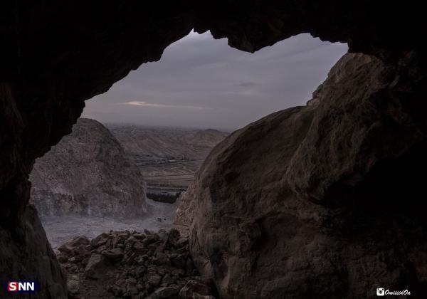 ساخت و ساز بر فراز کوه تاریخی صاحب الزمان کرمان همچنان ادامه دارد