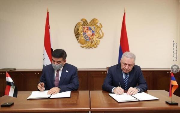 خبرنگاران وزرای دفاع عراق و ارمنستان تفاهم نامه همکاری امضا کردند