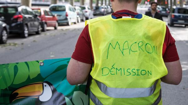 تور فرانسه ارزان: تجمع جلیقه زرد های فرانسه در اعتراض به گذرنامه سلامت